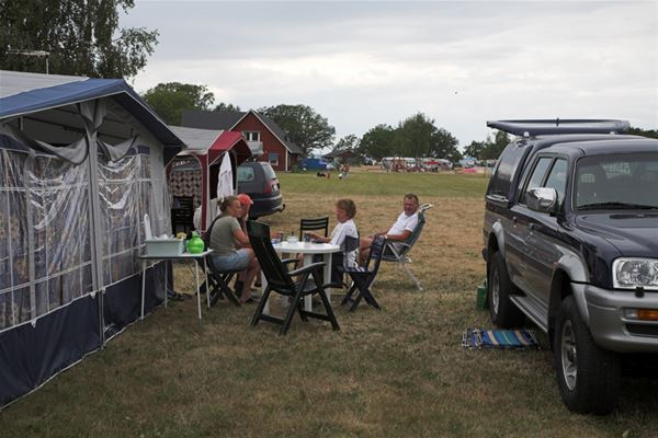 Camping pitch caravan/motorhome with electricity/tv (Area Yellow)