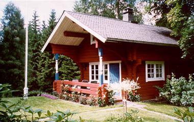 BFS043 Nackeloftet - Timrat hus vid tjärn.