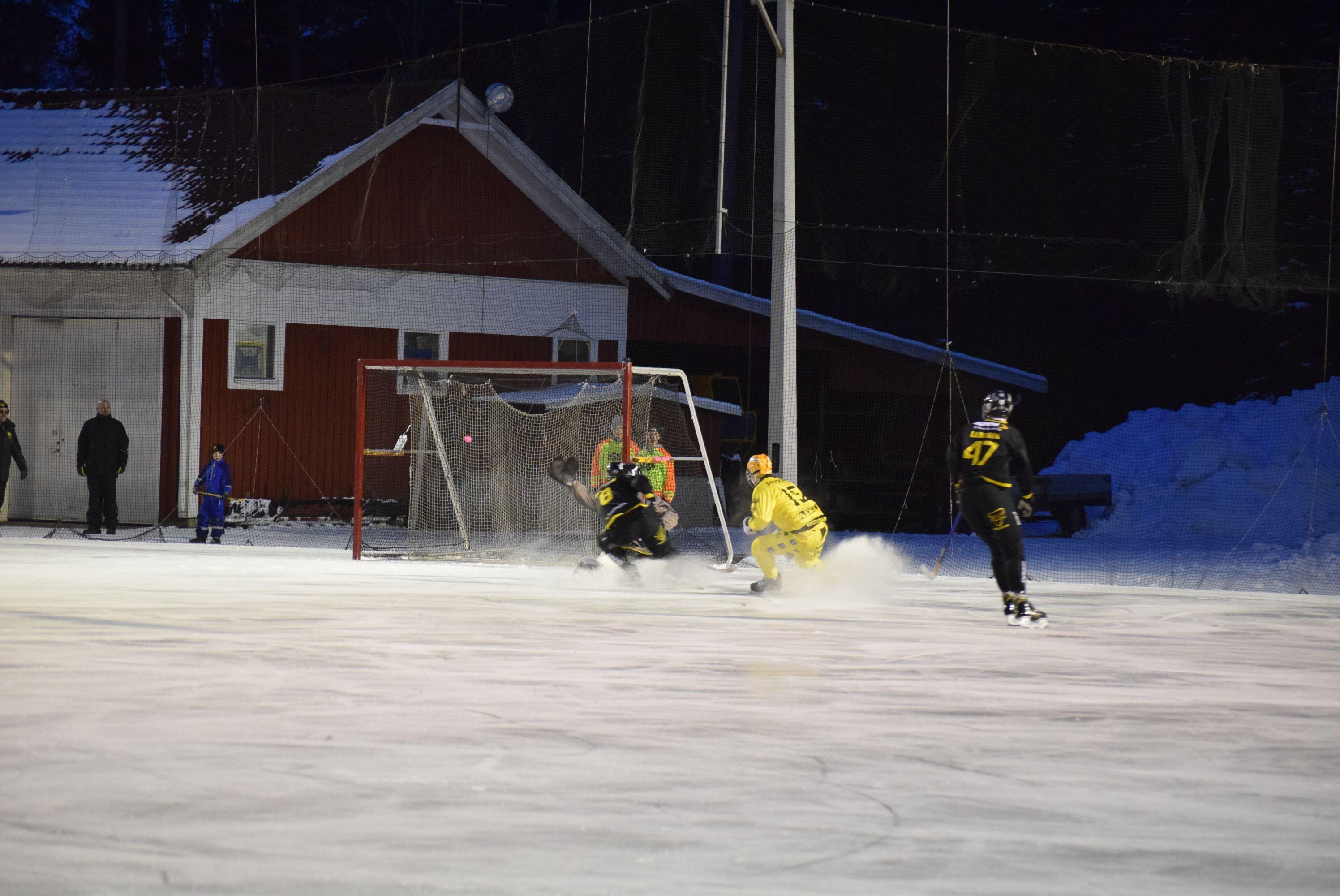 Bandy: Åby/Tjureda IF - Gripen Trollhättan BK