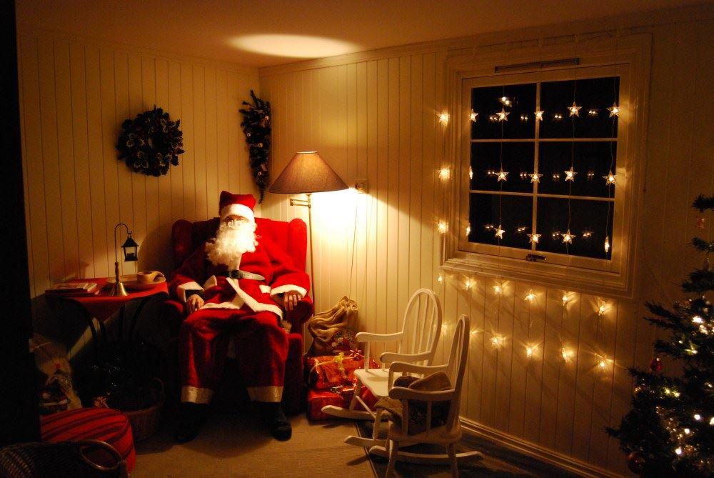 Esben Haakenstad,  © Hafjell Resort, Julenissen slapper av etter en lang dag. Santa Claus in Hafjell.