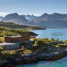 RIB fjord tur og destilleri besøk