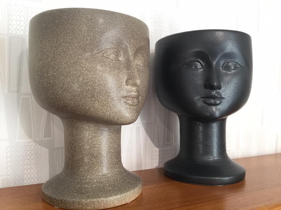 Chatarina W Jonsson,  © Den gamla butiken i Örsbäck, Lisa Larsons ansiktskrukor, från Keramikstudion i Gustavsberg