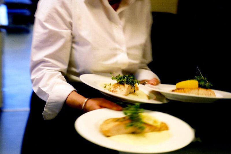 Foto: Restaurang Hov,  © Copy: Restaurang Hov, Mat serveras
