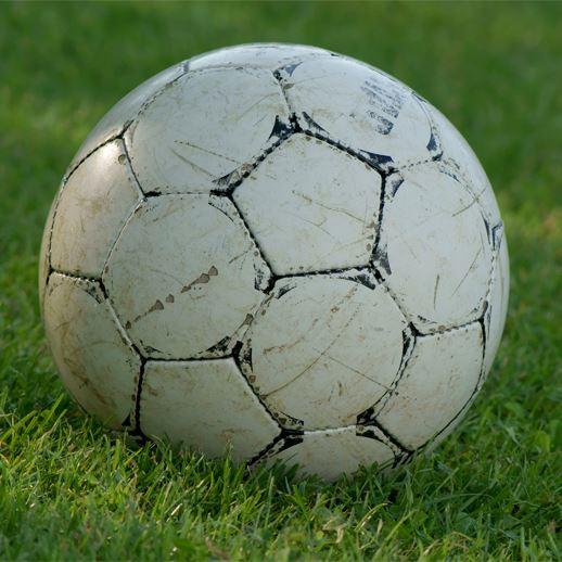 Fotboll för tjejer med Ilham