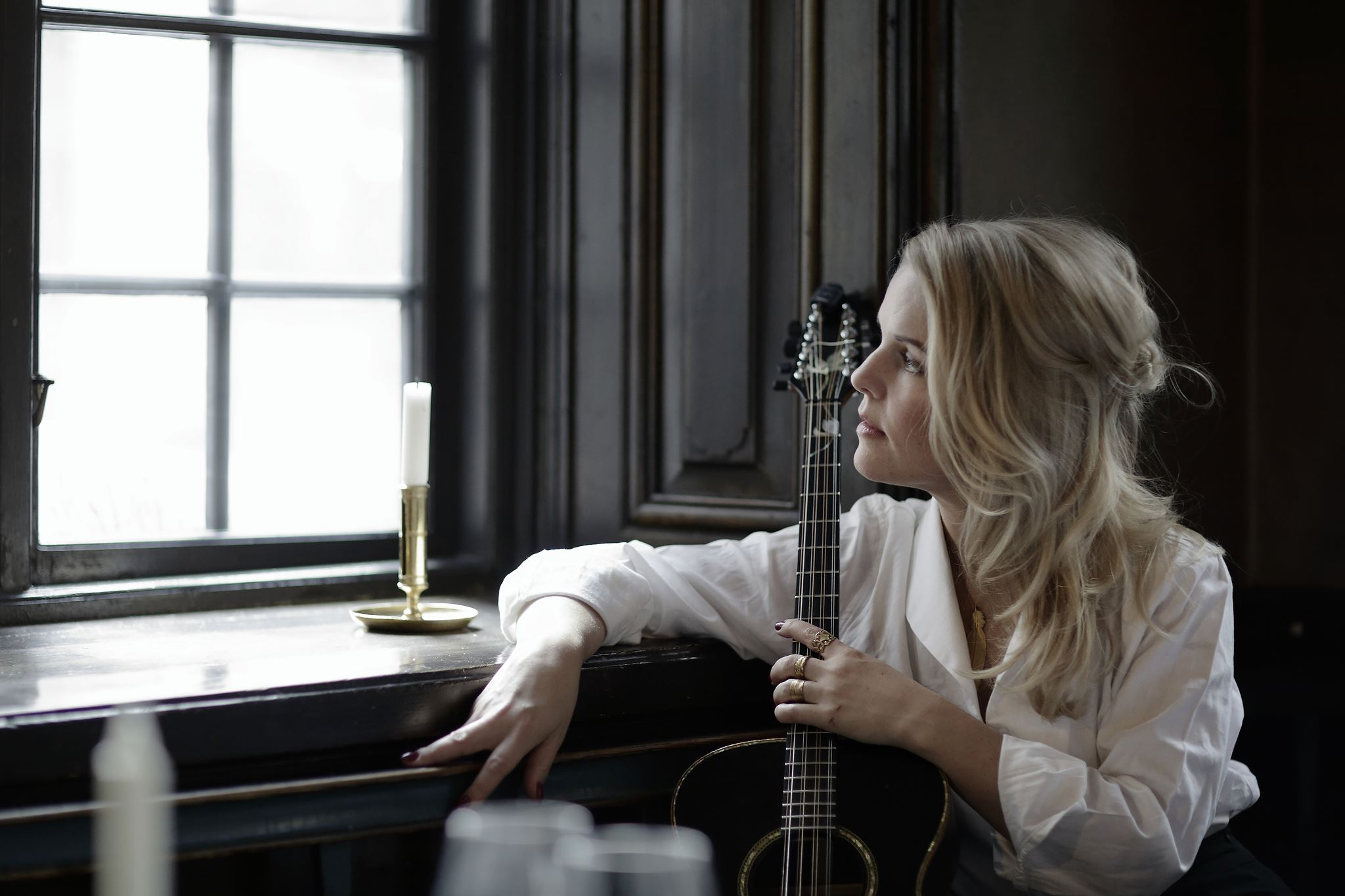 Sofia Karlsson & The Lovely Guitar Orchestra