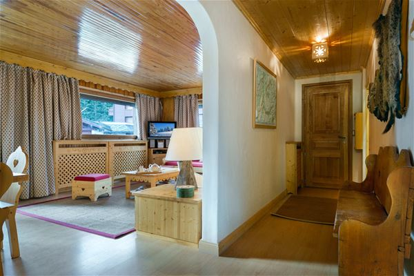 3 rooms, 6 people / Altitude 34 (Mountain of Charm)