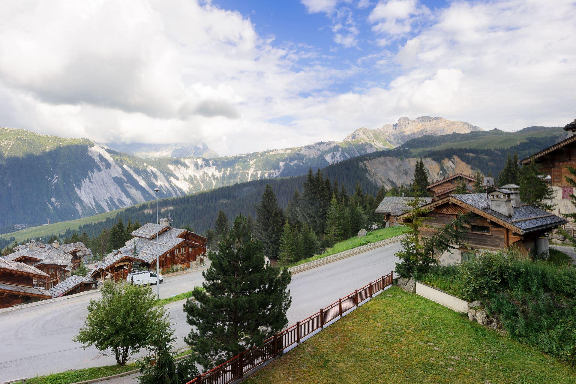 4 pièces 8 adultes skis aux pieds / PRALONG 303 (montagne de rêve)
