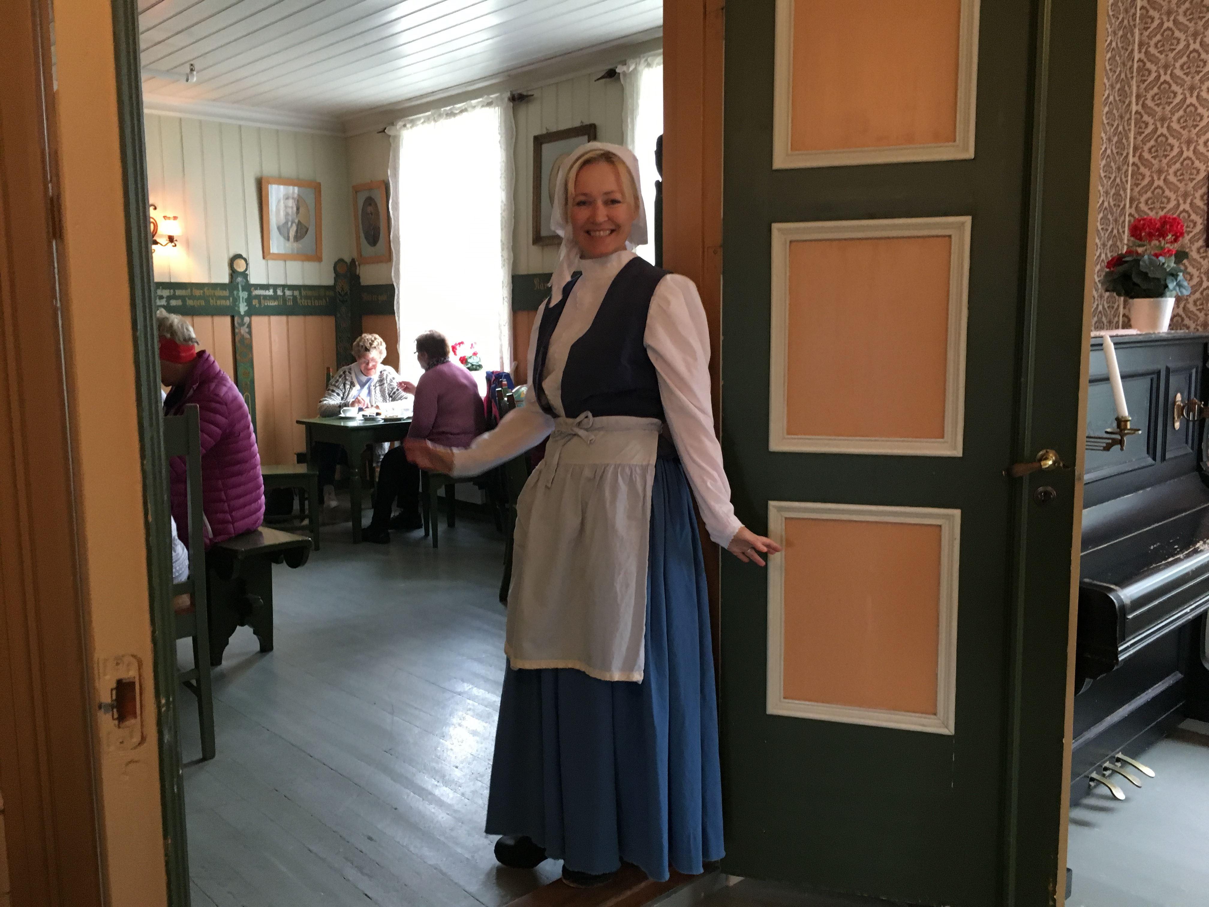 Pernille Olsdatter Buøy tar deg med på en rundtur i Kystmuseet Rørvik sine bygg i Rørvik