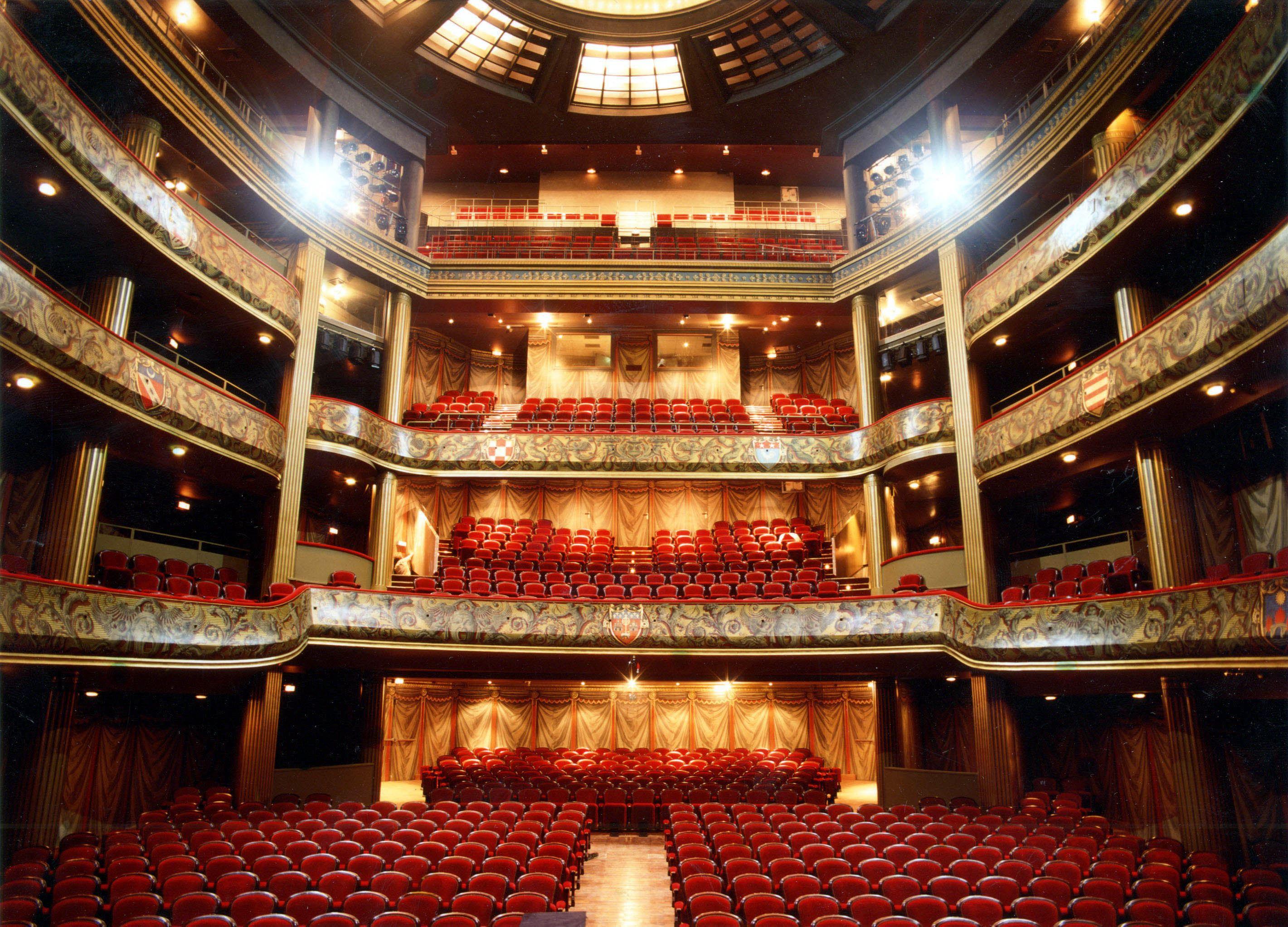 Lever de rideau au théâtre du Capitole