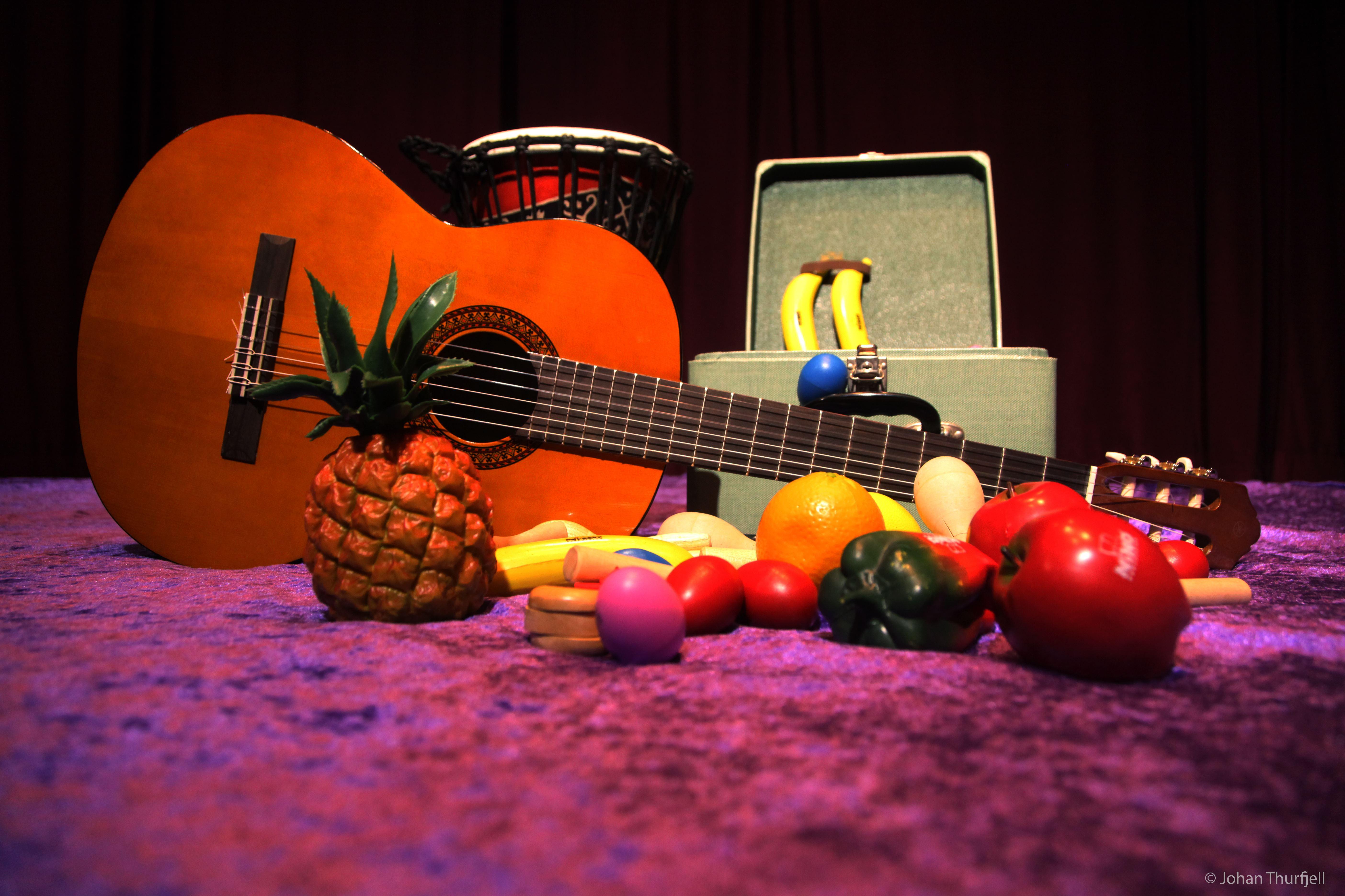 Johan Thurfjell, Gitarr och dekorationsfrukter