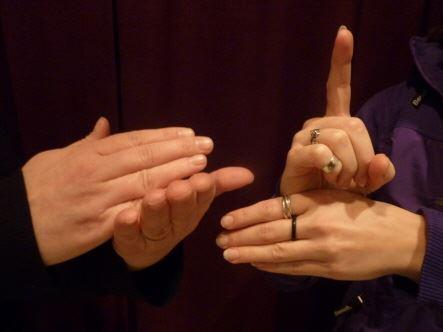 Teckenspråkstalande händer