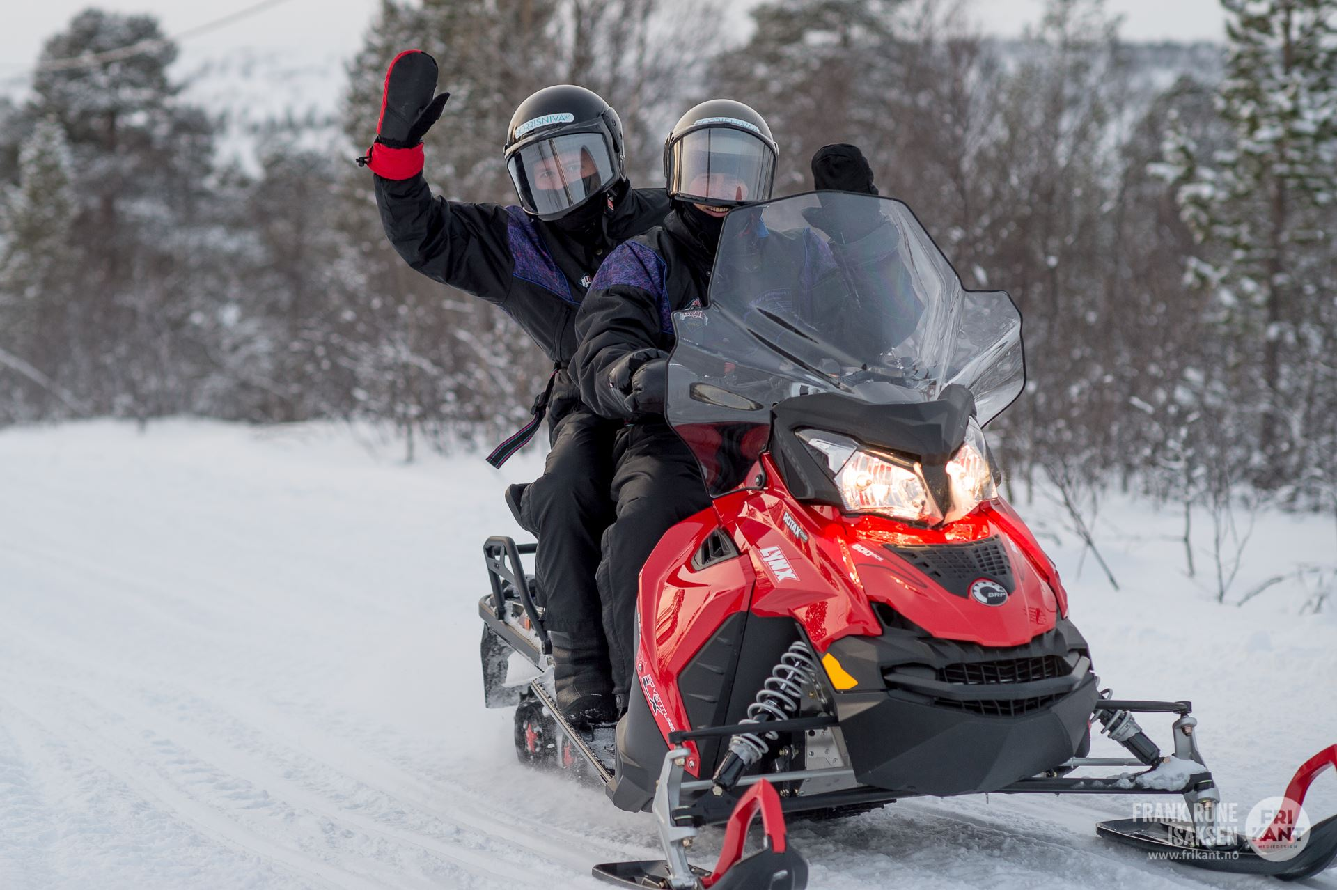 Arctic Light Experience by snowmobile (2,5 hours) & Igloo Hotel visit