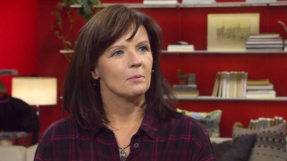 Pressbild, Go'kvälls Agneta Norrgård boktipsar på Kvissleby bibliotek