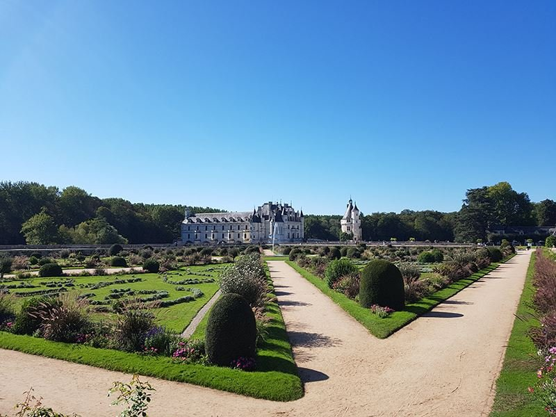 ALL INCLUSIVE FULL-DAY TOUR TO CHAMBORD AND CHENONCEAU WITH TRADITIONAL LUNCH IN A FAMILY-OWNED CHATEAU