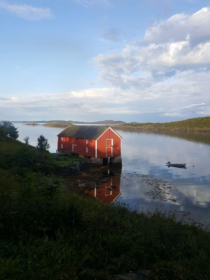 Petter Dass-museet , Brygga speiler seg i vannet