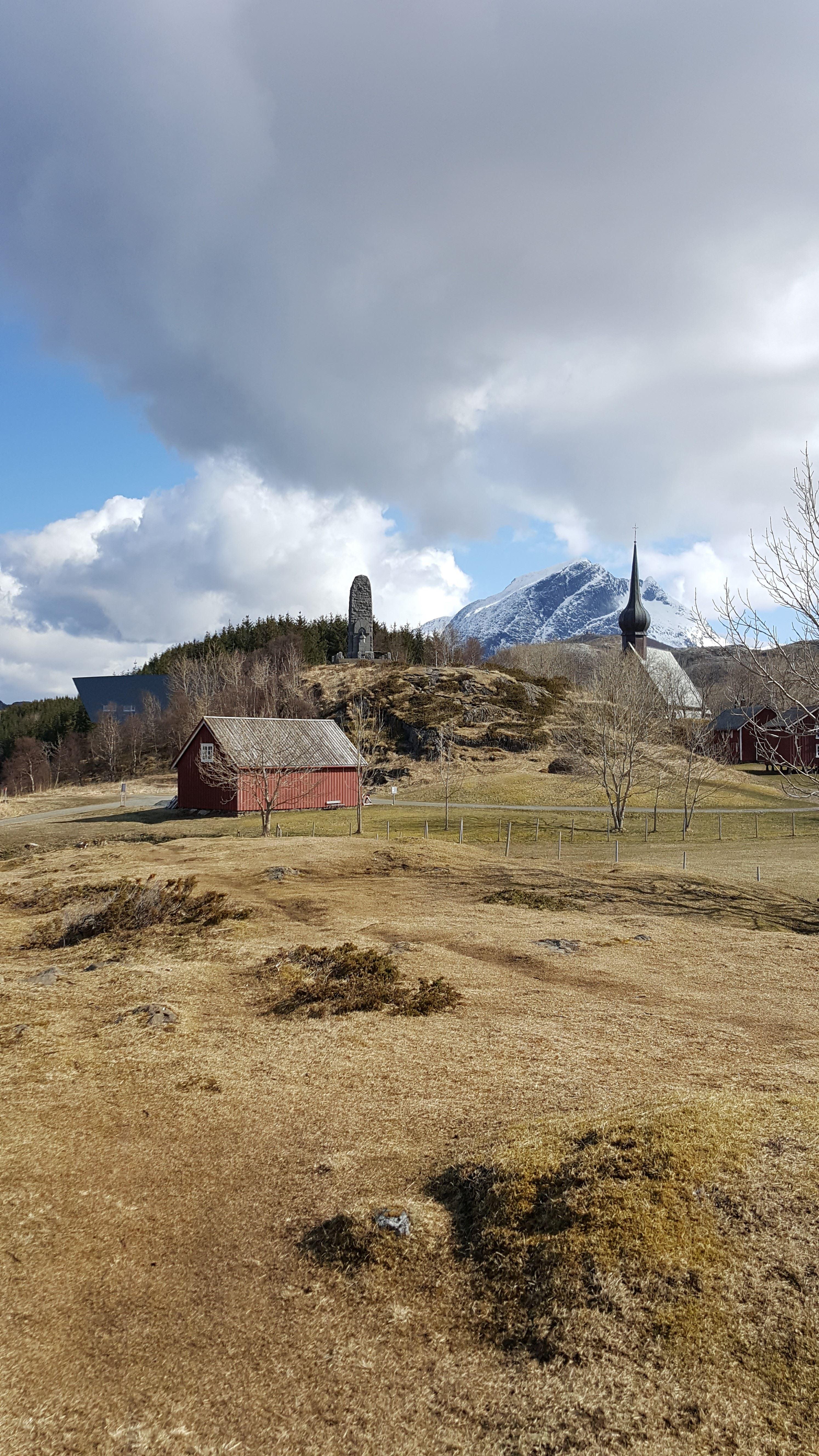 Petter Dass-museet , Alstahaugtunet en høstdag
