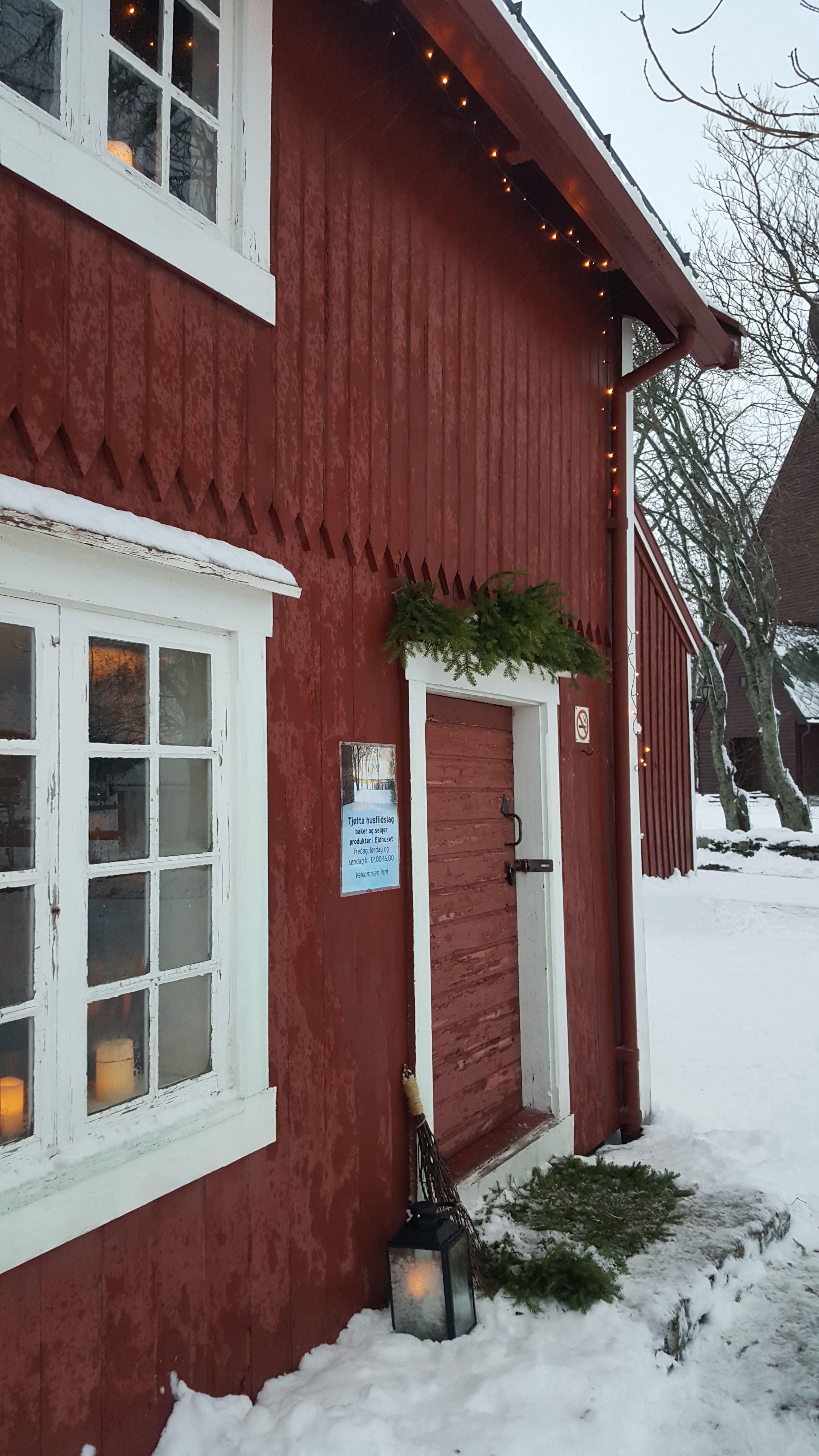 Petter Dass-museet , Eldhuset på Alstahaugtunet en vinterdag