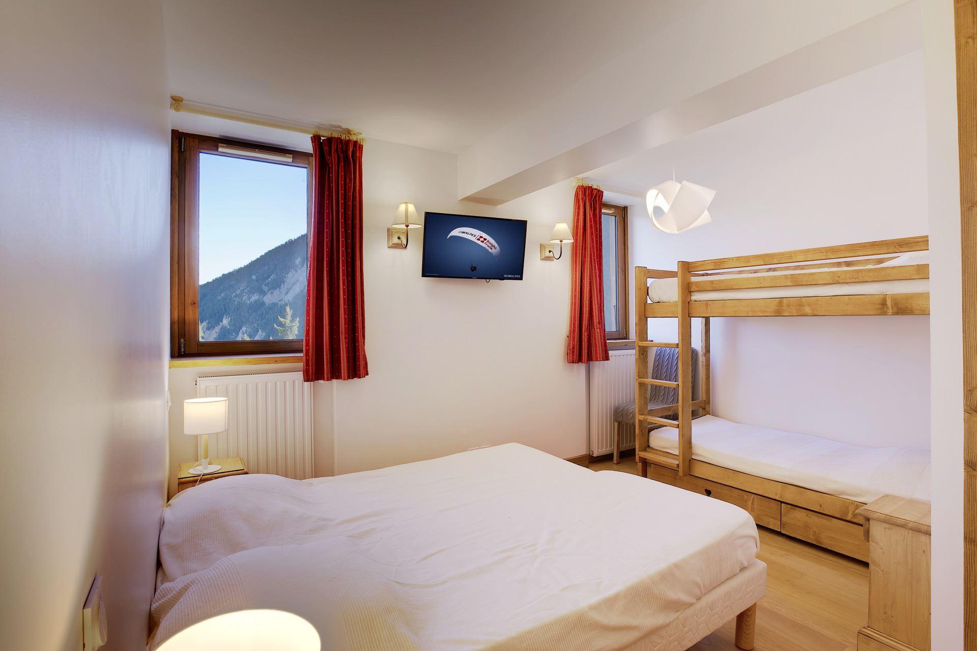 5 pièces 10 personnes skis aux pieds / LE ROC MERLET 405 (Montagne de Rêve)