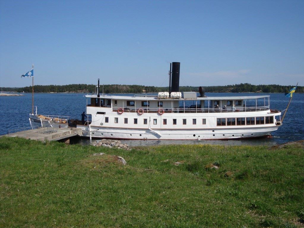 © Järnvägsmuseet, Från Mariefred tar vi oss med denna vackra ångbåt till Taxinge slott
