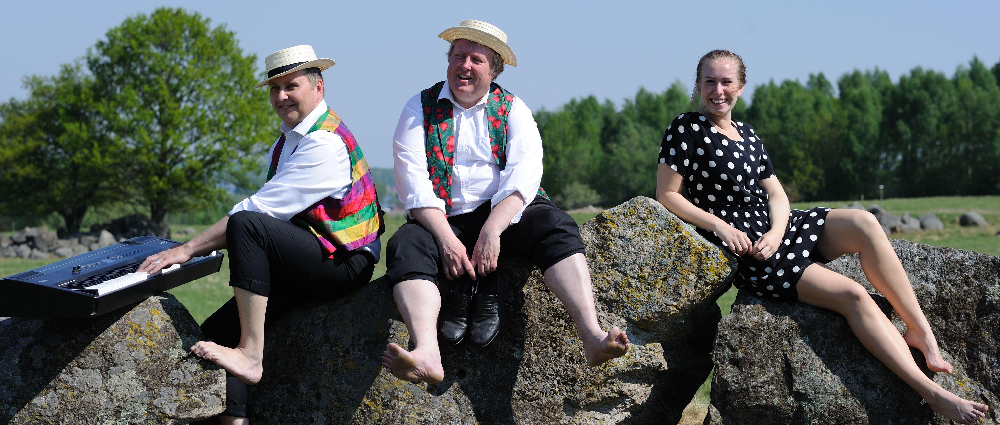 Kenneth Adregård,  © Kenneth Adregård, Ramel igen - litet Povelpotpurrusk i två knäppuppsluppna akter