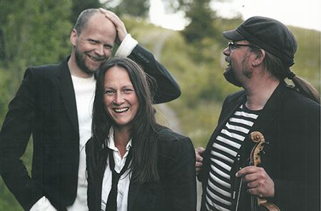 Wij.se, Folkmusik med Triakenpå Wij Trädgårdar
