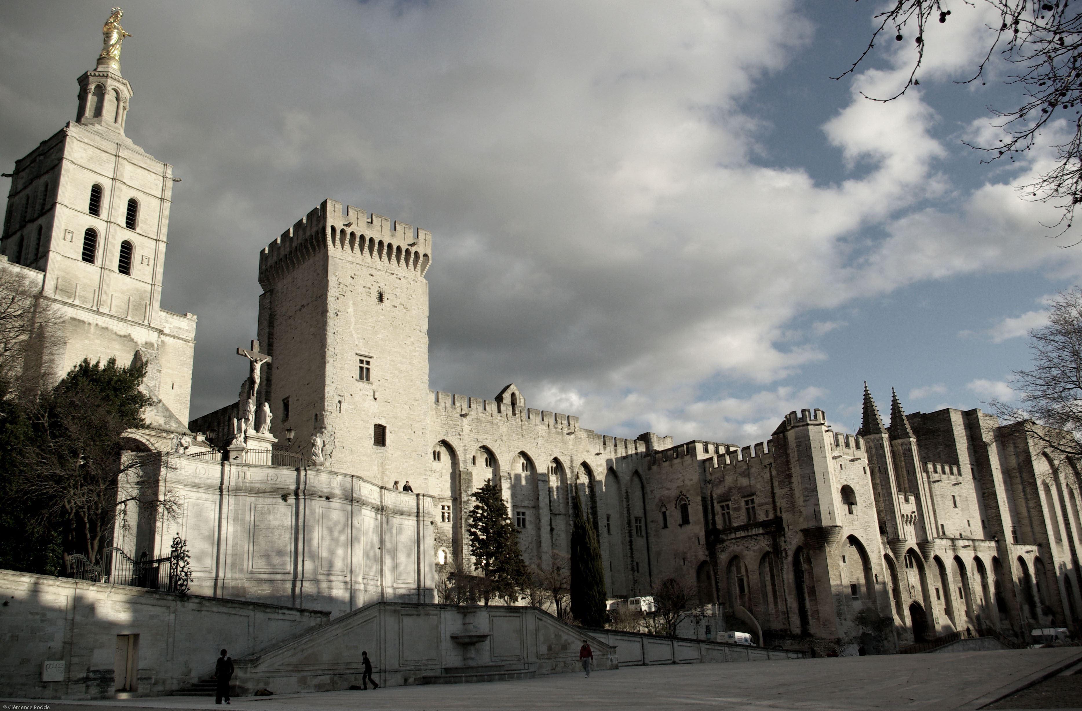 Avignon, la ténébreuse