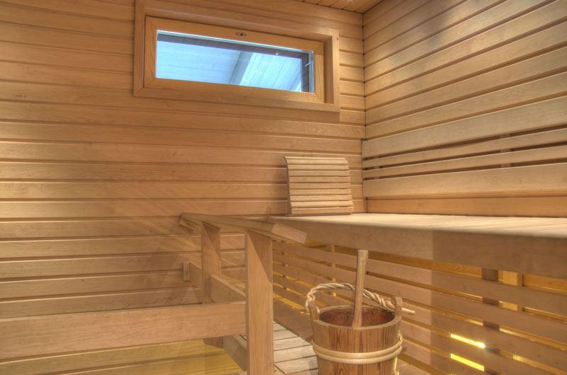 Sauna and outdoor jacuzzi | Kullasmarina