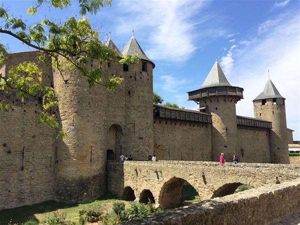 Excursion partagée en minibus - Journée - Cité Médiévale de Carcassonne et Château de Lastours - F/GB - Trésor Languedoc Tours