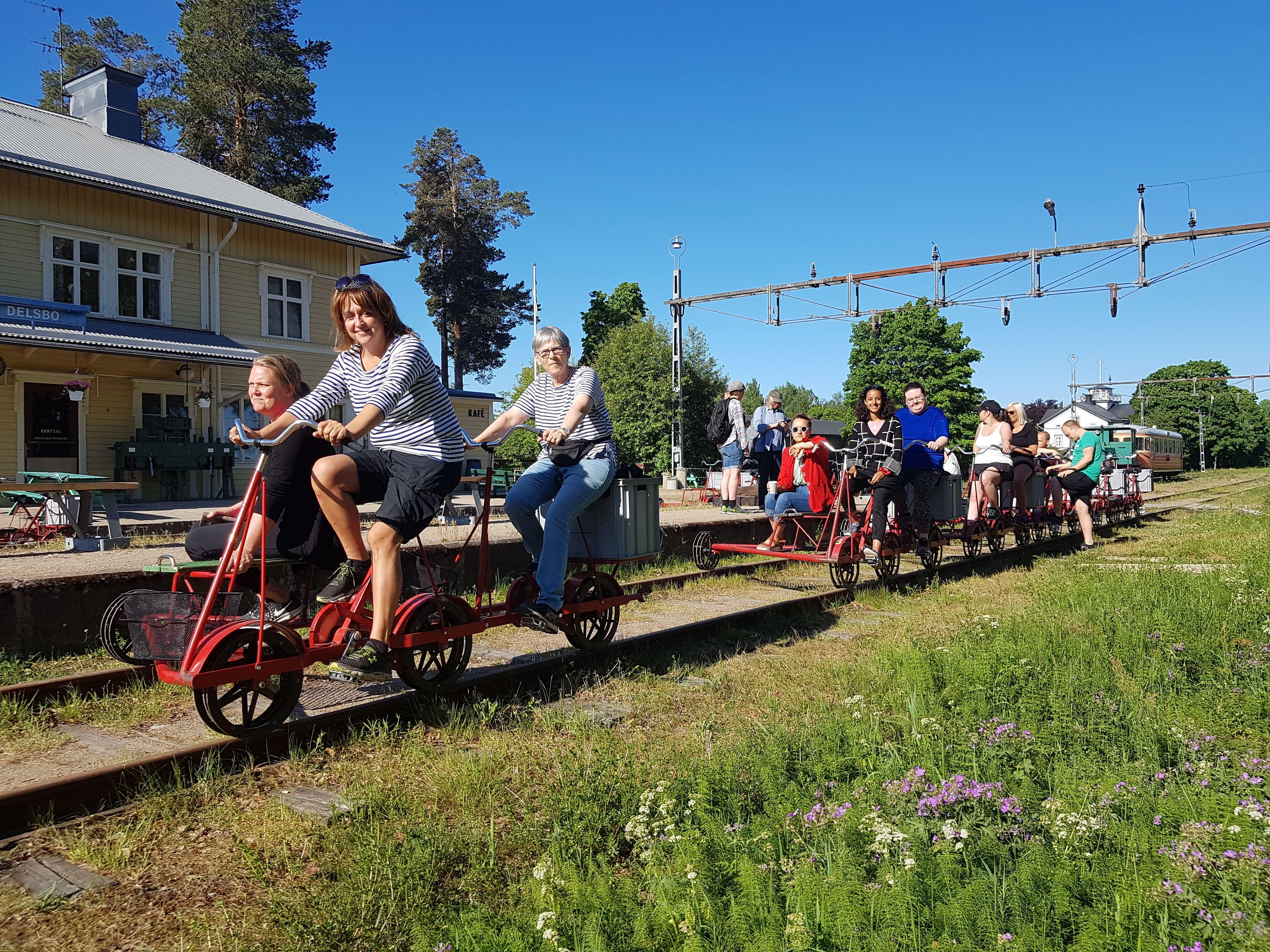 Fredric Berg, Cykla dressin på Dellenbanan