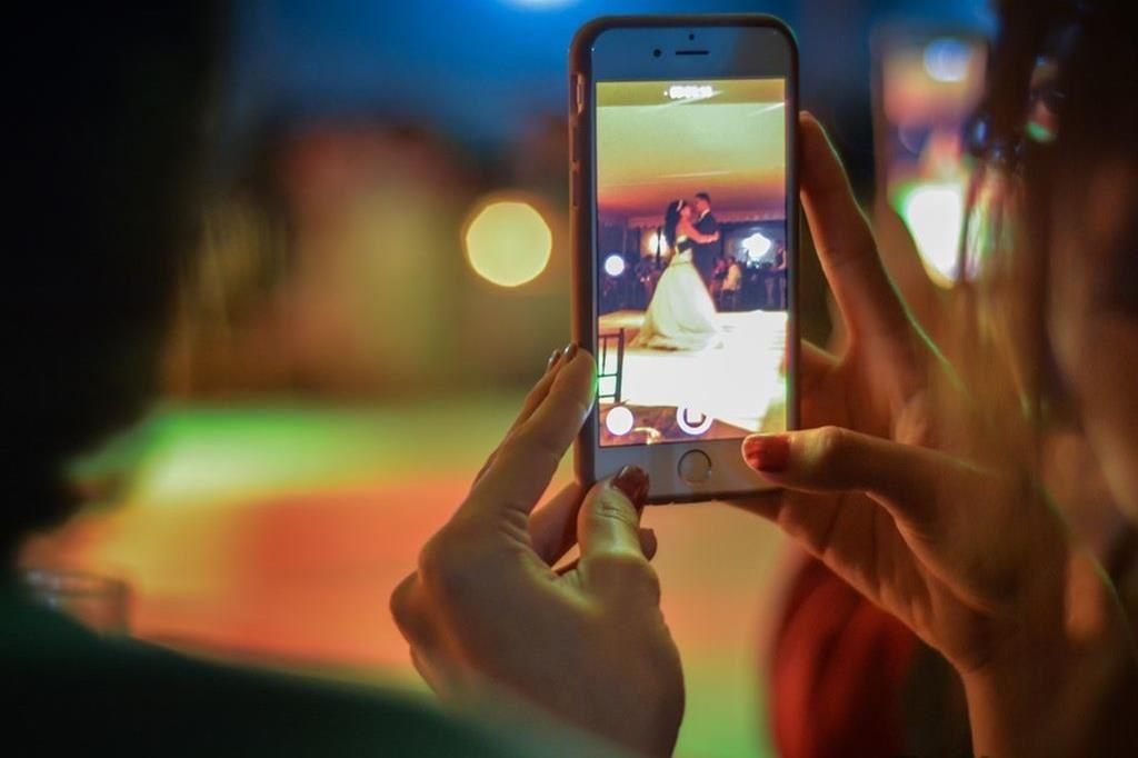 pexels.com bruno cervera, Bevara dina digitala bilder – organisera, spara, säkerhetskopiera