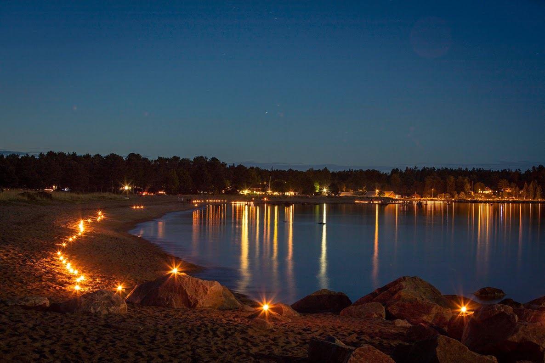 Lyskväll, kusten, ljuständning, marschaller, firar av sommaren,  © Lyskväll, kusten, ljuständning, marschaller, firar av sommaren, Lyskväll, kusten, ljuständning, marschaller, firar av sommaren