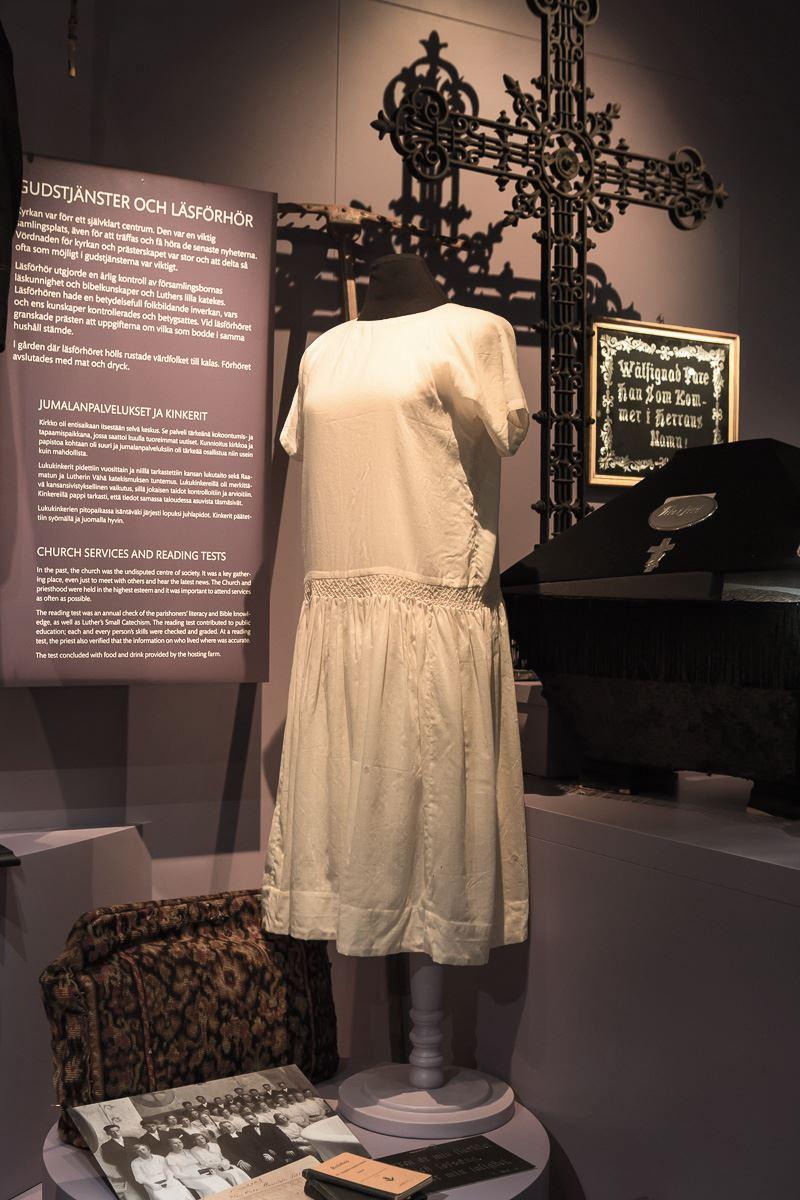 Guidning i Ålands konstmuseum: Klädernas historia