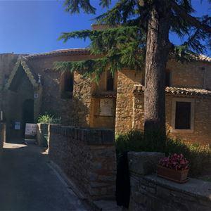 Excursion en minibus - Rennes le Château - Abbaye de Saint Hilaire. Du Maître de Cabestany au trésor de l'abbé Saunière - Suntour