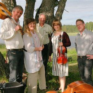Flottbrokväll i Gagnefs kyrkby med gruppen Mylla från Väster Dalarna