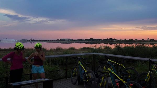 Sunset in the Camargue in electric mountain bike with Seb Eco Bike