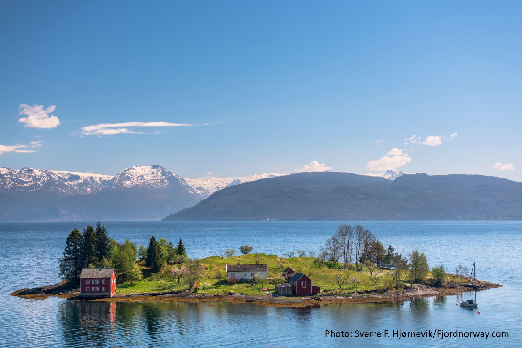 © Sverre F. Hjørnevik/Fjordnorway.com, Travel like the locals - Omaholmen i Hardanger