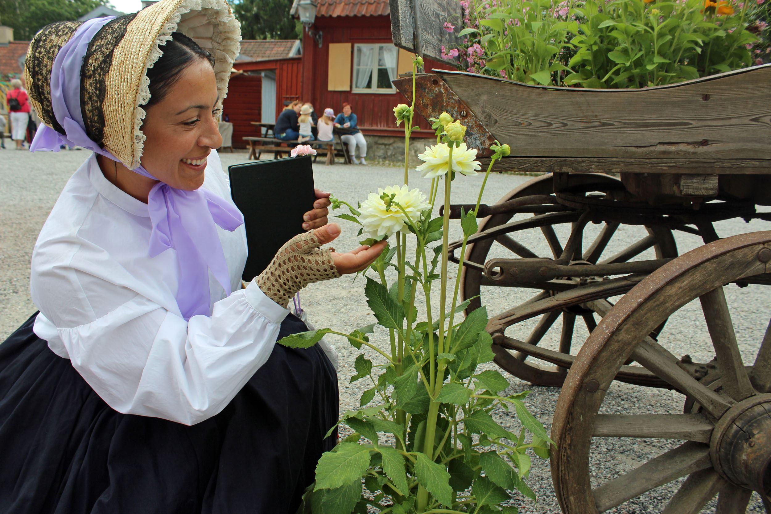 Blomstermarknad på Torekällberget och spelstuga med Lästringe Låtar