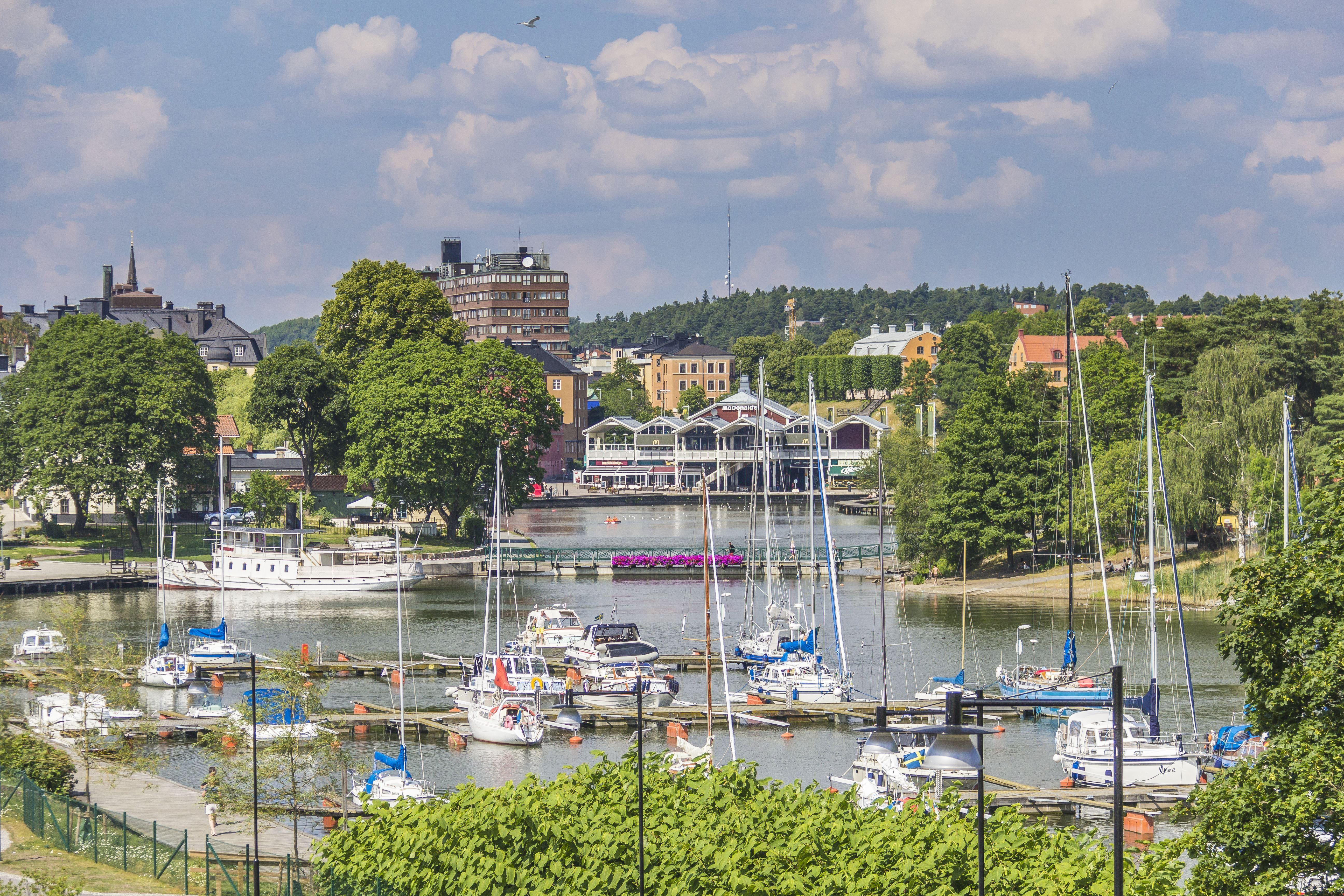 Södertäljevandringar 2019 - Ejdern, flytande Stadsvandring i Södertälje