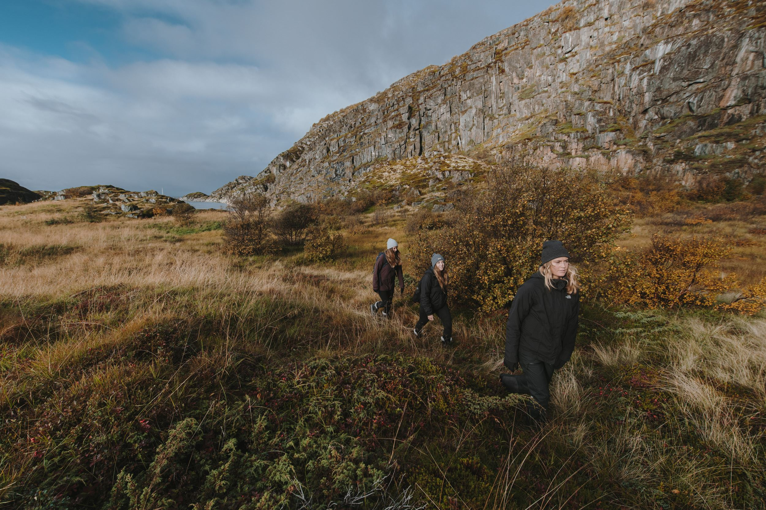 Scenic Hike & Fishing Village Tour to Henningsvær