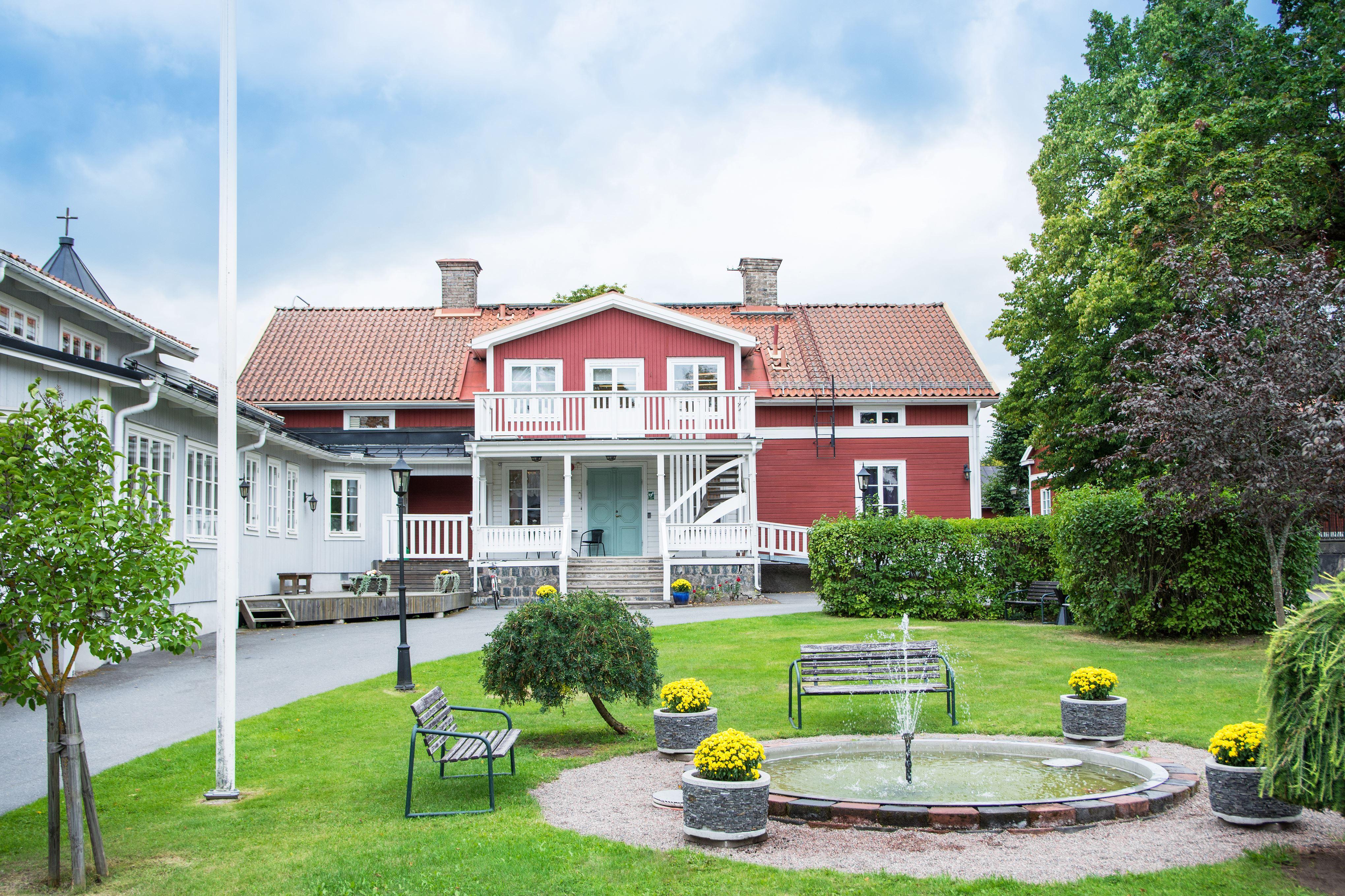 Måndagskväll - sommarfinal med Cecilia Kyllinges sång- och humorgäng