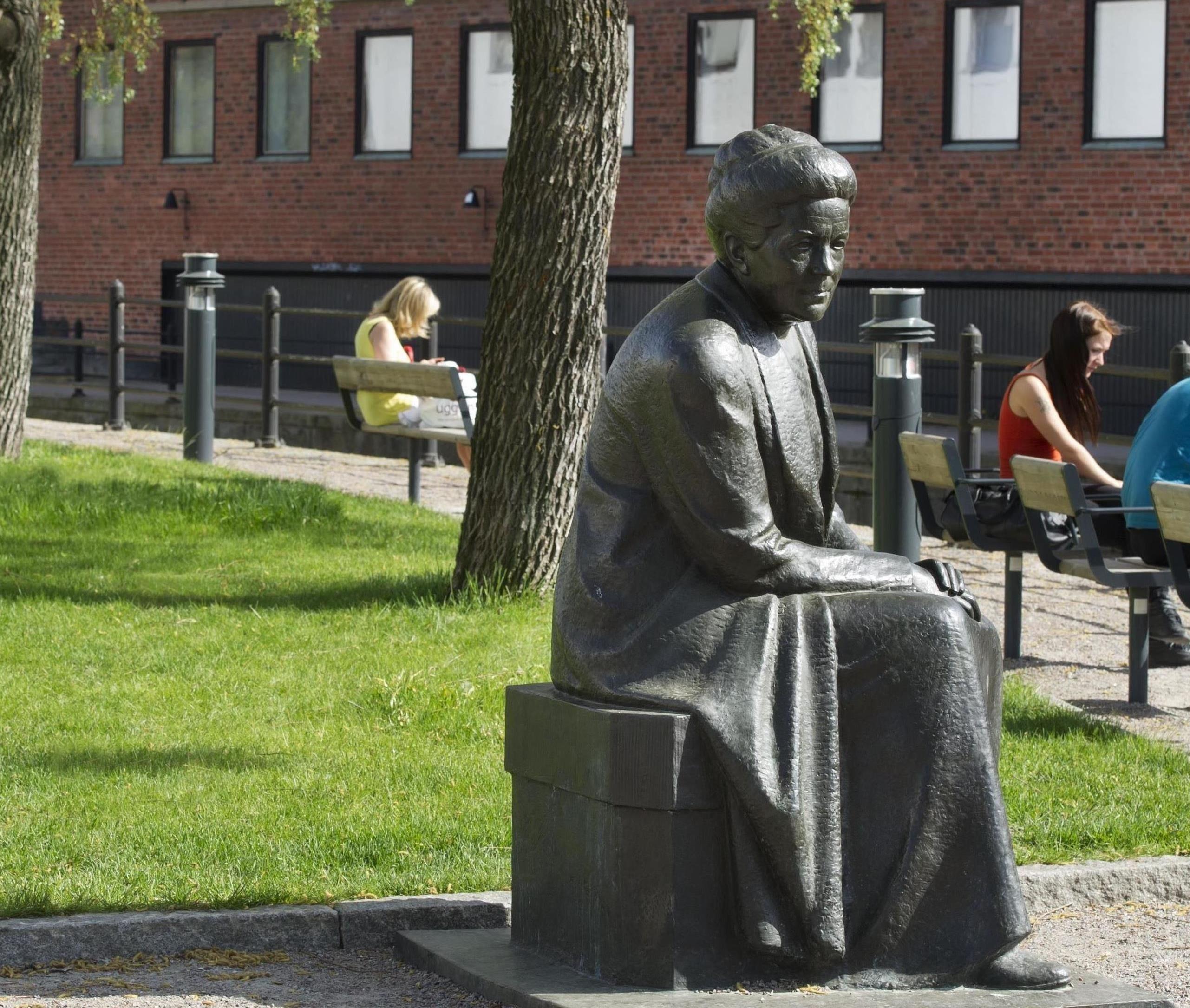 Vandring med Selma Lagerlöf på Stora Kopparbergs kyrkogård
