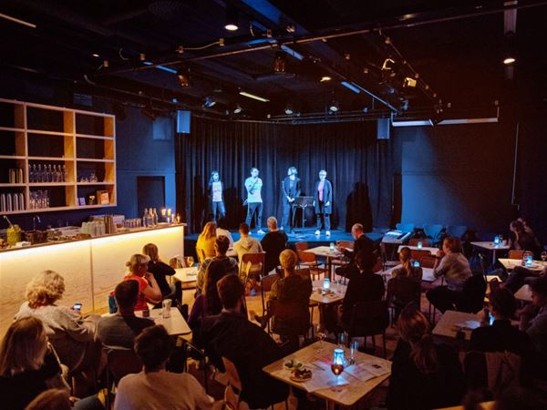 Teater: Världens mest ensamma folk?