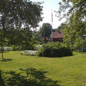 Loppis  i Hullgrenska trädgården i Pataholm