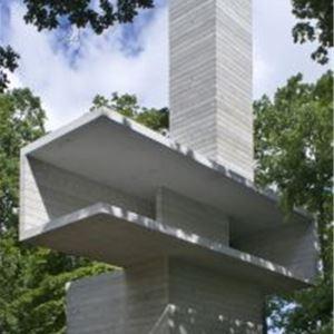 Skulptur och arkitektur på en av Sveriges vackraste konstplatser