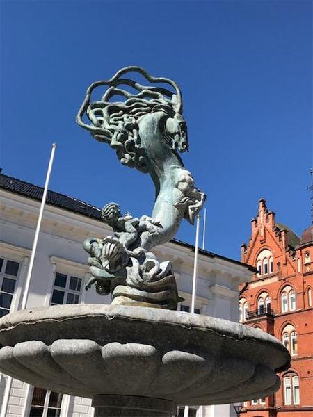 Följ med på konstpromenad i Ystad - från torg till torg