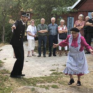 Teatervandring i Rävemåla hembygdspark