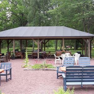 Sommarkväll i paviljongen i Patron Gustavs Trädgård