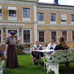 Foto: Johanna Jonsson, Deltagare i stadvandring