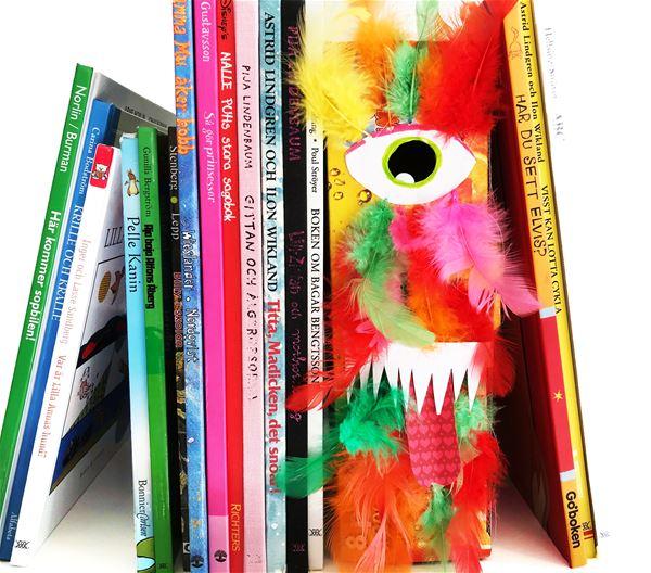 Trampolin, Böcker och ett monsterliknande bokstöd