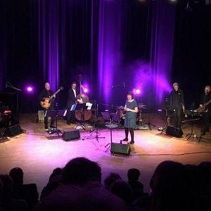Konsert: Ett lingonris i cocktailglas - Qurres spelar Monica Z